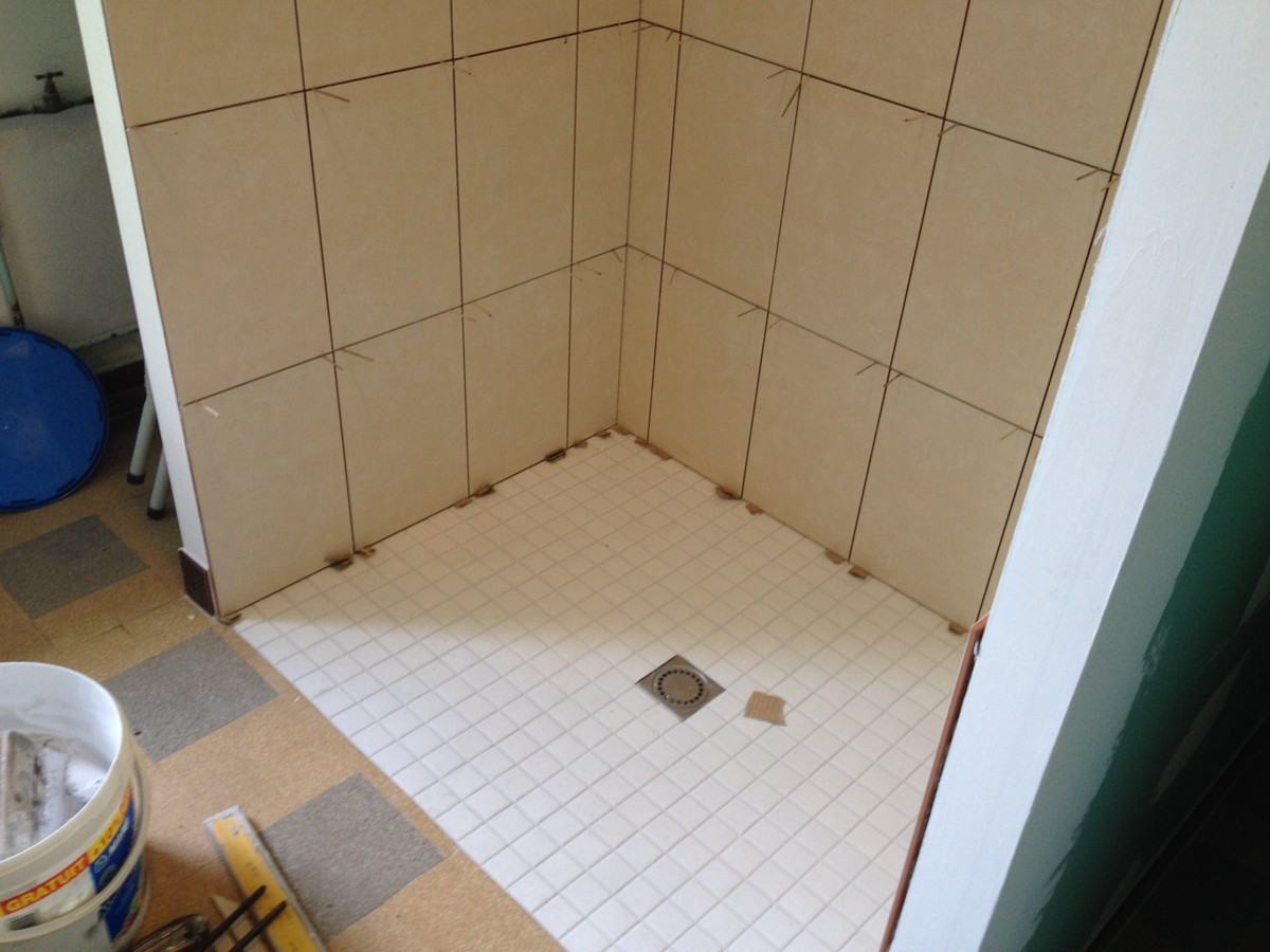 Carrelage faiences salles de bains suite simode brisson ma onnerie renovation aube brienne le for Poser faience murale